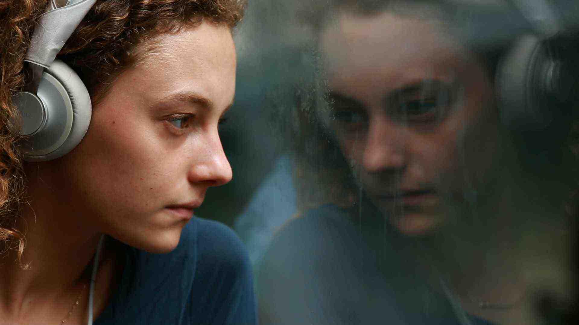 Le coeur net avec Alice de Lencquesaing un film écrit et réalisé par Caroline Pochon  produit par La rue du Mont Cenis en décembre 2014. A découvrir le 13 mars 2015 à la FEMIS...